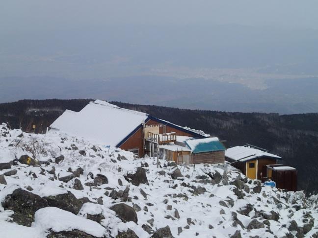 凍てつく蓼科頂上小屋(2016年1月5日)