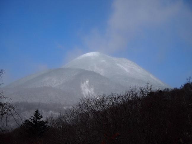 新雪の蓼科山